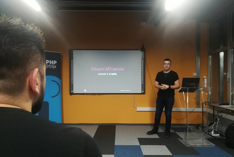 API servisi Laravel GraphQL